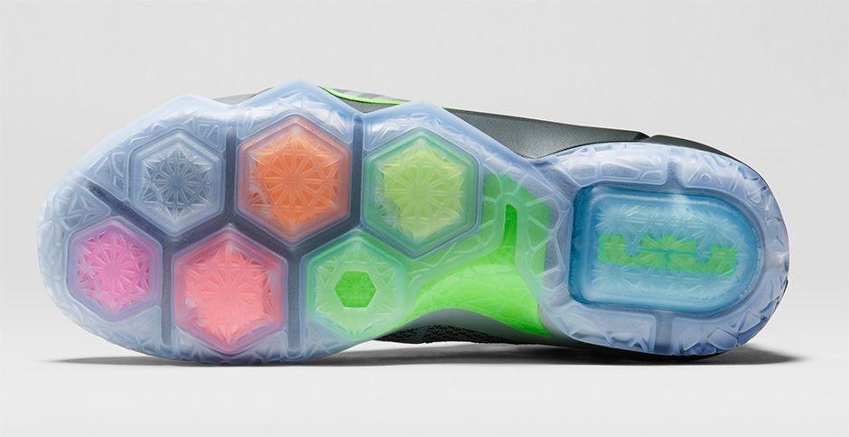 sale retailer 013b2 842ec Nike LeBron 12